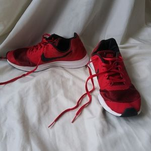 KIDS OR PRE TEEN RED NIKE SNEAKERS SIZE 7